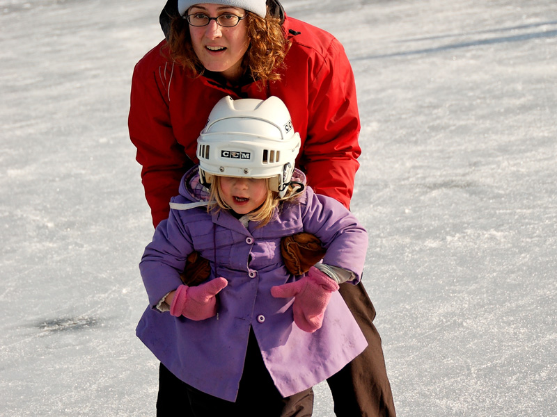 ice-skating-girl-with-helmet